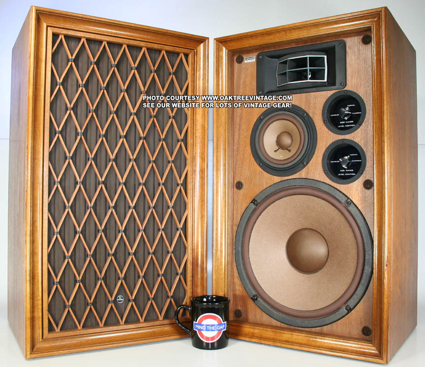 pair of vintage pioneer cs a700 stereo speakers audiophile. Black Bedroom Furniture Sets. Home Design Ideas